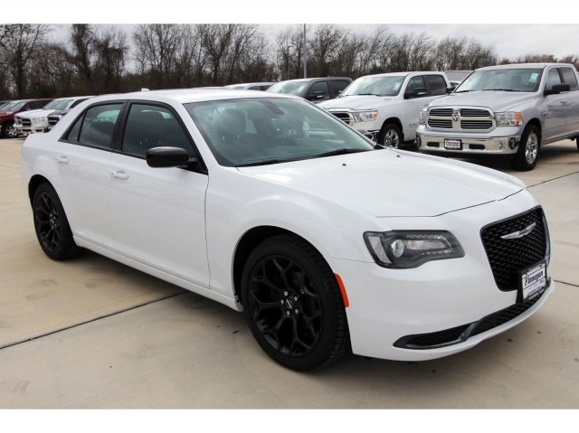 White Chrysler 300 >> New 2019 Chrysler 300 Touring